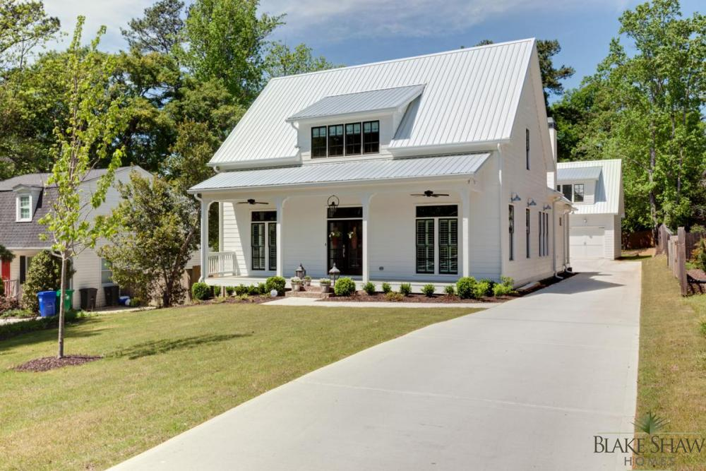 Farmhouse style in brookhaven blake shaw homes atlanta for Pictures of small farm houses